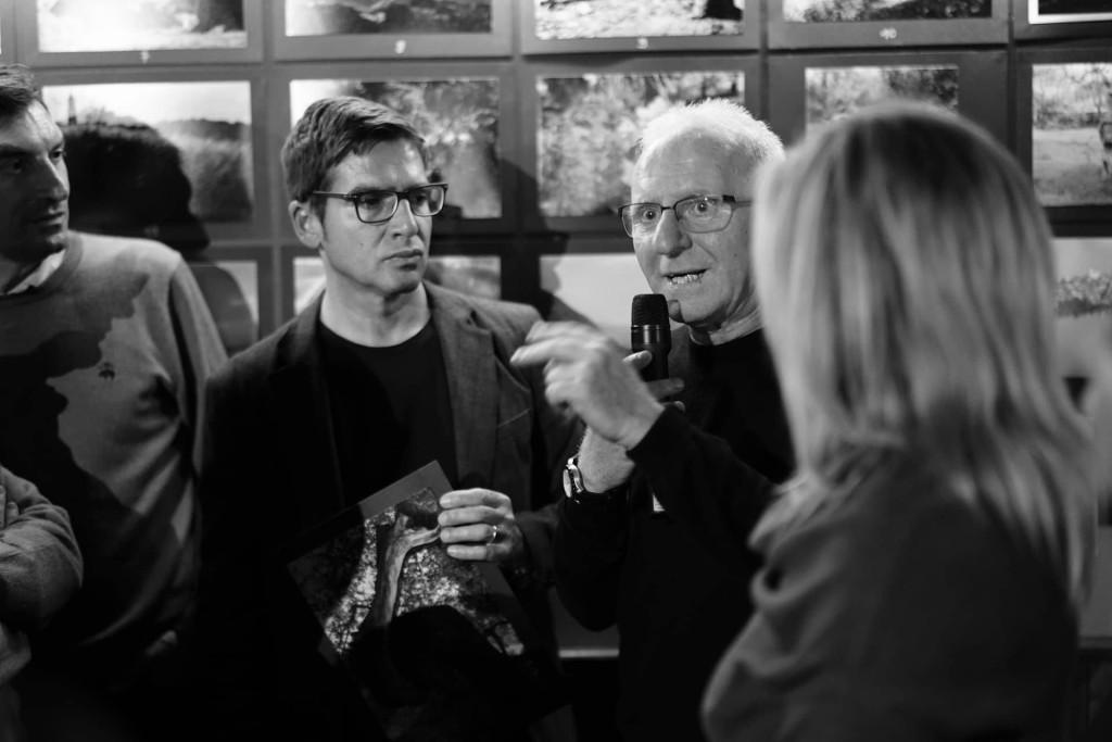 Michele Del Vecchio di Spazio Tangram con il fotoreporter Mario Laporta