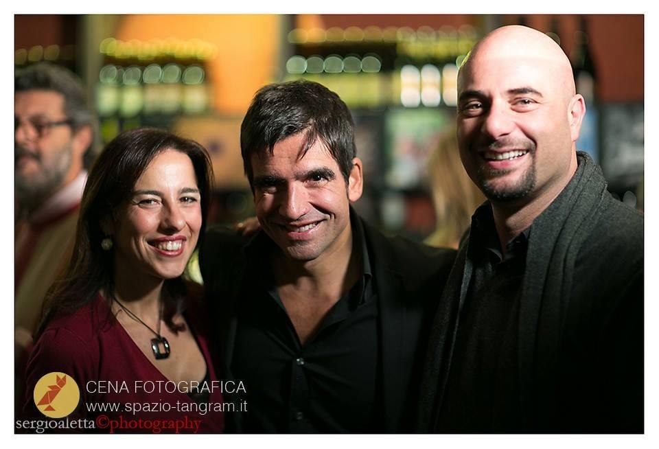 Michele Del Vecchio e Luisa Solla di Spazio Tangram con il fotografo Mario Ferrara