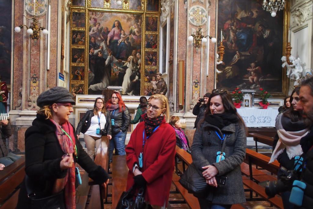 la dottoressa Francesca Del Vecchio durante le Walks of Naples