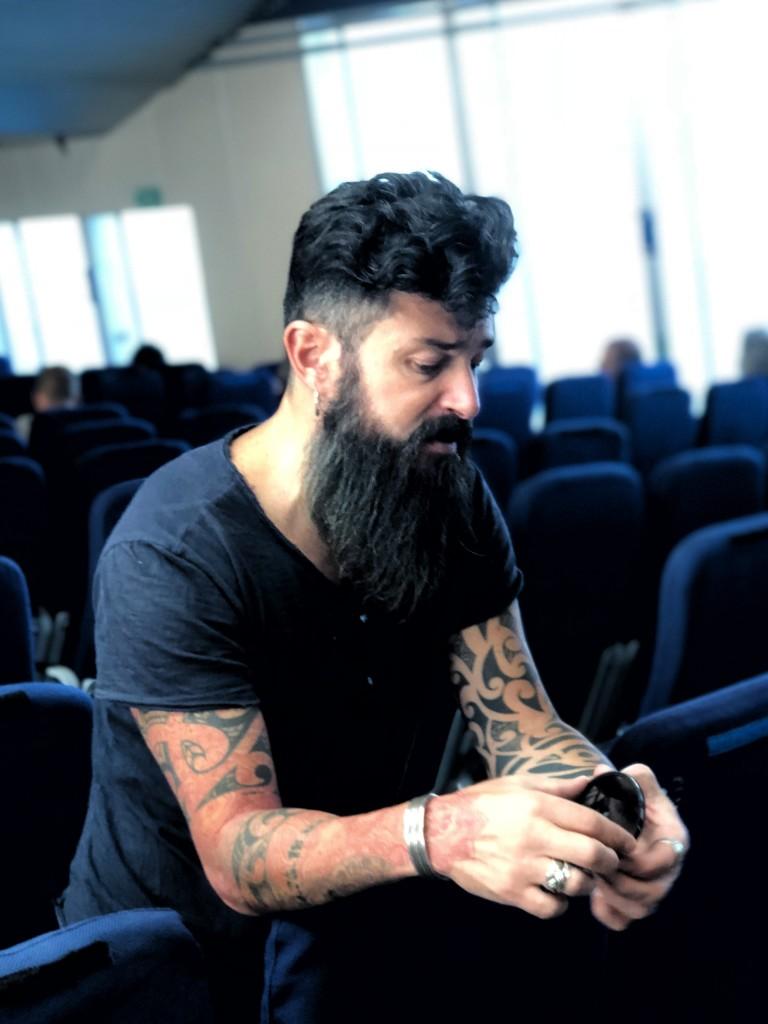Il fotografo Matteo Anatrella durante un workshop fotografico