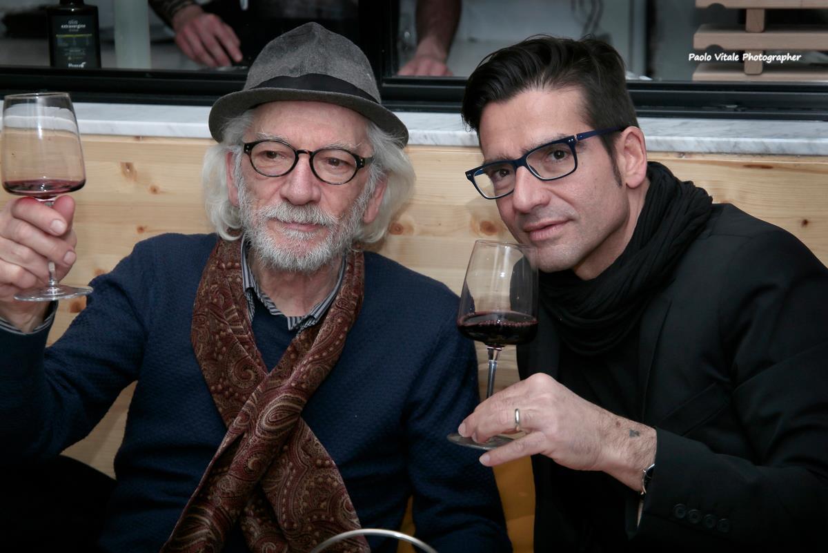 il fotografo Luciano Ferrara con Michele Del Vecchio di Spazio Tangram